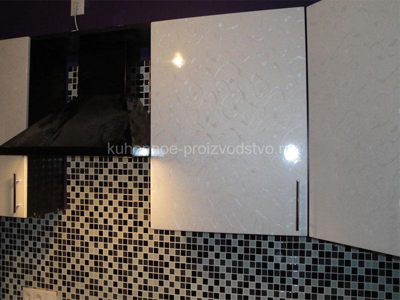 Черно белая кухня в пленке ПВХ