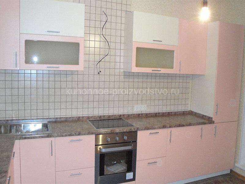 Кухня в пленке ПВХ в розово-ванильном цвете