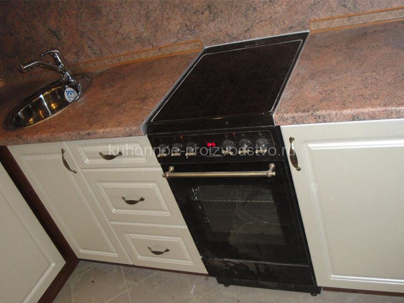 Угловая кухня в пленке ПВХ с фрезеровкой